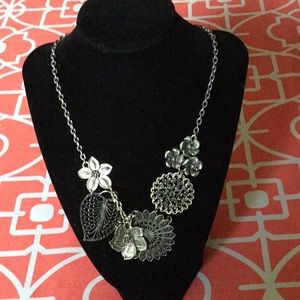 Metal floral necklace